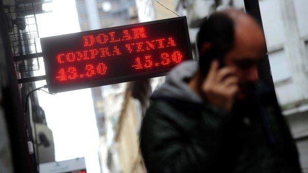 El dólar volvió a subir y cerró a $ 45,88 por el ruido externo y la incertidumbre electoral