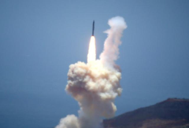 Corea del Norte disparó nuevos misiles, pero Trump confía en que no violará el acuerdo