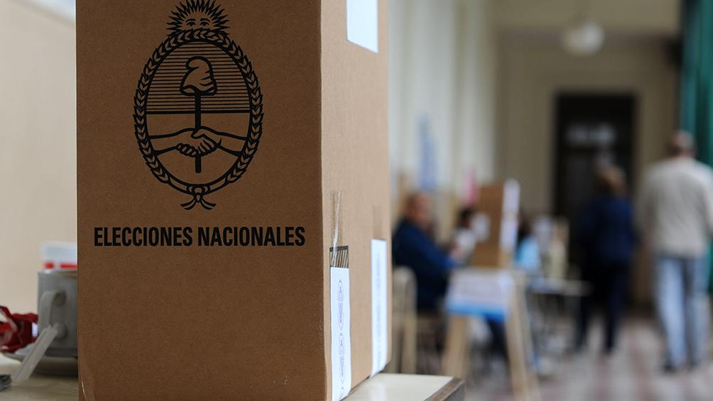 El 75% de los trabajadores iría a votar aunque no fuera obligatorio, destacó un sondeo privado