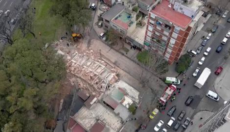 Se derrumbó un edificio sobre la colectora de General Paz