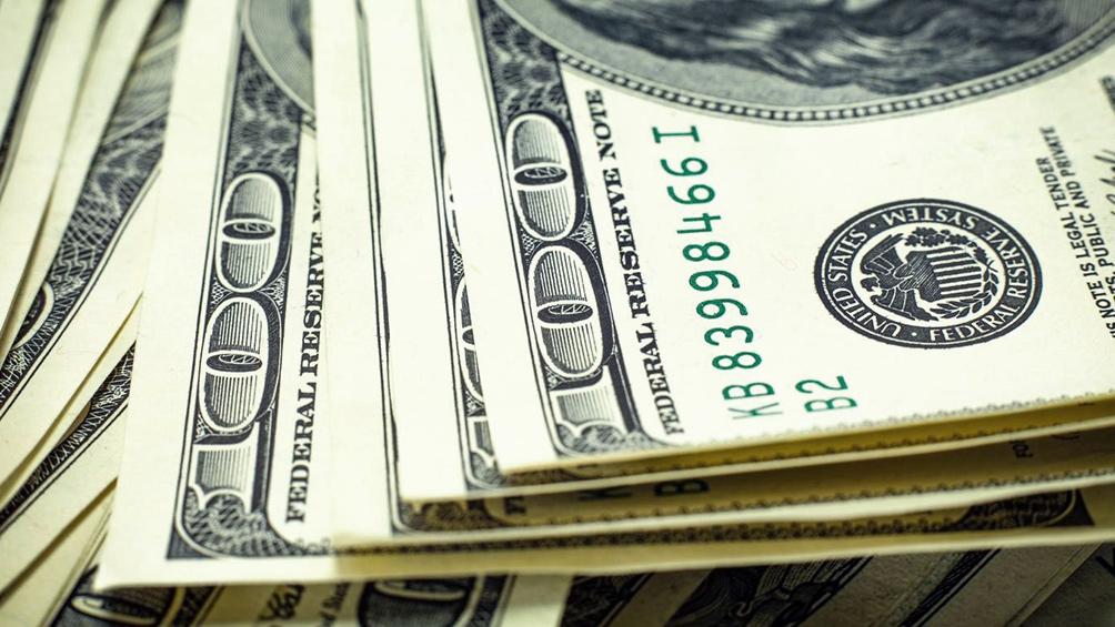 El dólar bajó 0,71% hasta $46,468 promedio