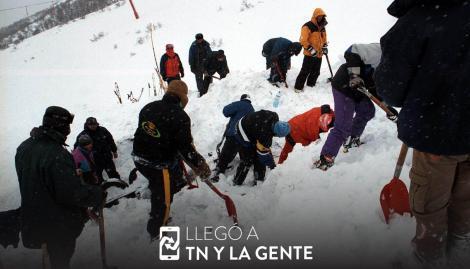 Rescatan a 200 personas que quedaron atrapadas en telecabinas del cerro Catedral