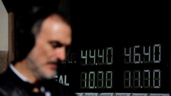 Dólar hoy: venía subiendo y se derrumbó a media hora del cierre