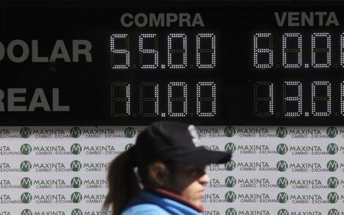 El dólar abrió en alza y el riesgo país se dispara por encima de 1600 puntos