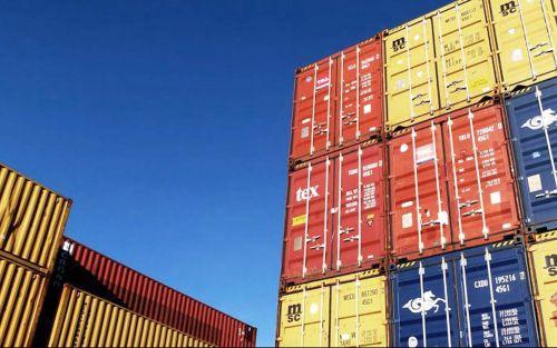 Empresas dicen que los bancos extienden el cepo a importaciones