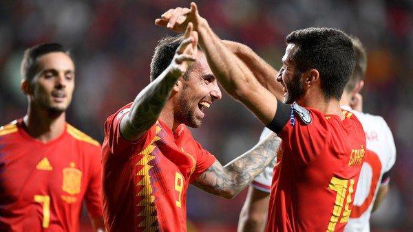 España goleó a Islas Feroe y sigue con el puntaje ideal