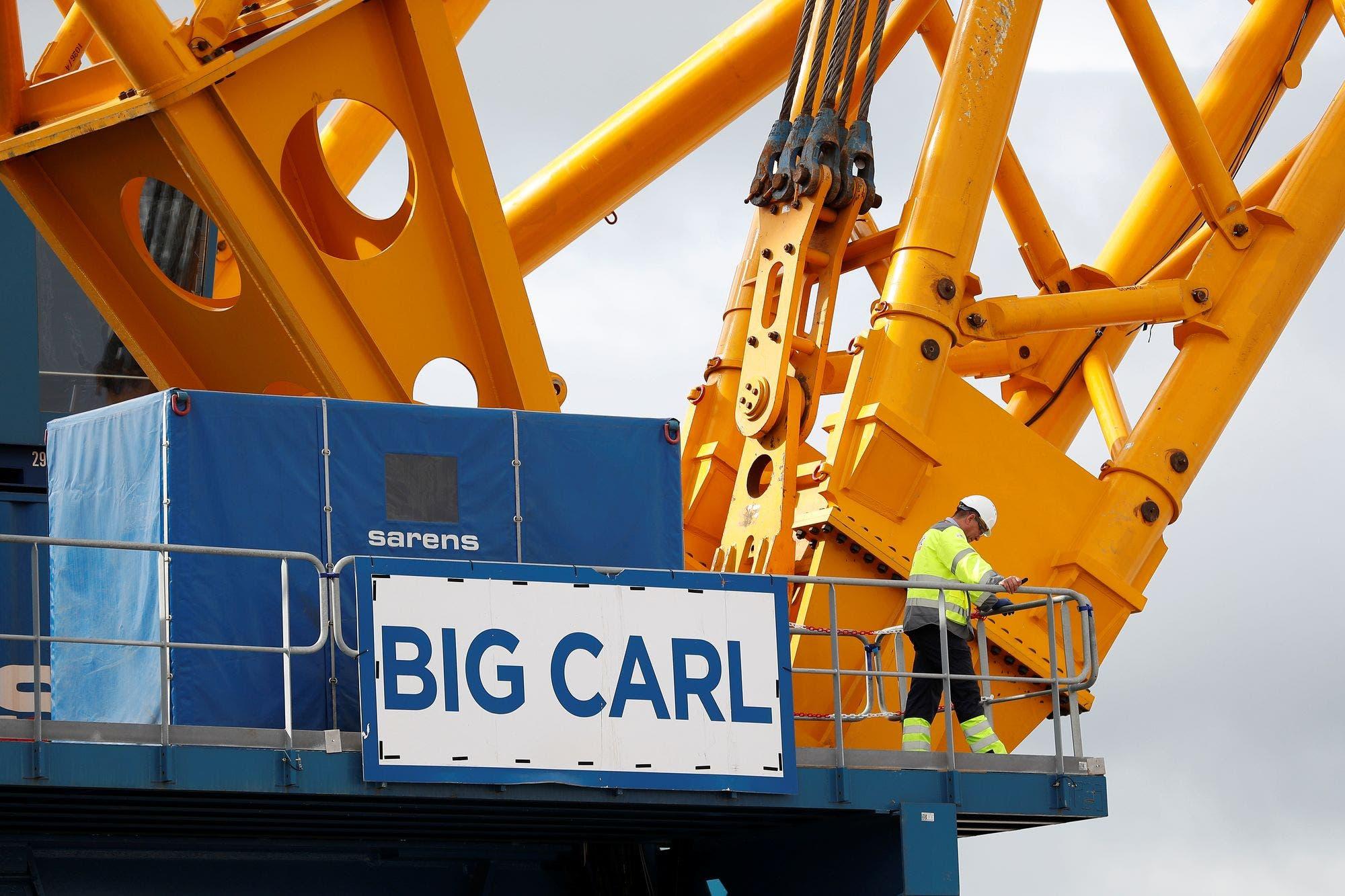 """Los espectaculares números que transforman a """"Big Carl"""" en la grúa más grande del mundo"""