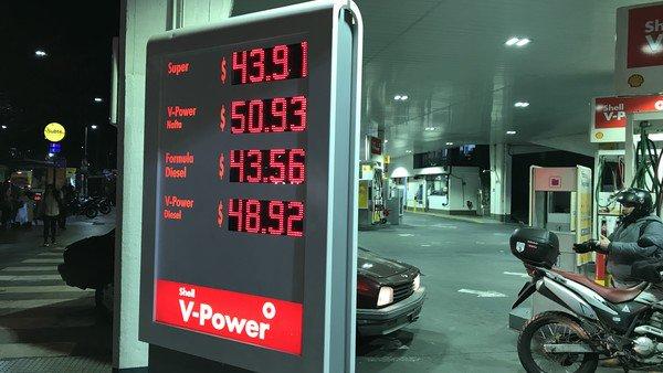 Congelamiento en el precio de combustibles: provincias y empresas rechazan la oferta oficial de compensaciones