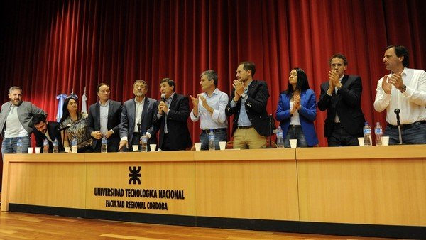 """Daniel Arroyo, con intendentes, presentó el programa """"Argentina contra el Hambre"""" en Córdoba"""