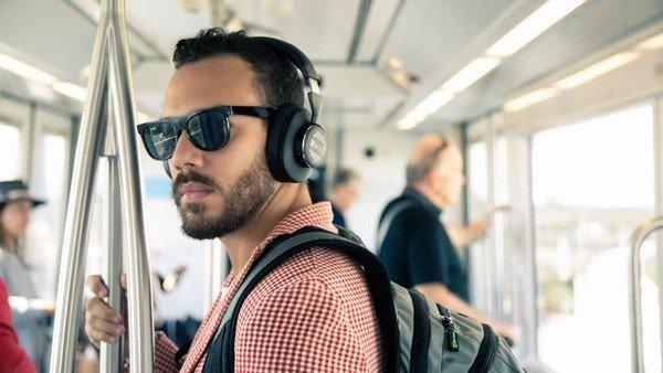 Cómo son los nuevos auriculares que logran aislar la música del ruido exterior