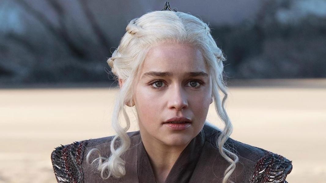 """Emilia Clarke confesó que recibió presiones para desnudarse en """"Game Of Thrones"""""""