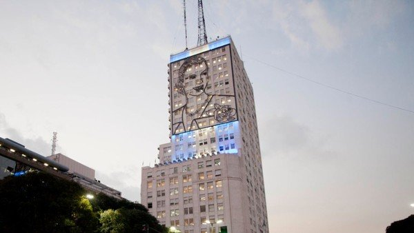"""Vuelven a encender la imagen de Evita en el edificio de Desarrollo Social: """"Es pura racionalidad y lógica"""""""
