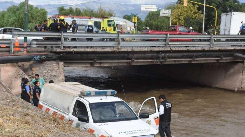 Murió un niño luego de que el auto en el que viajaba cayera a un zanjón en Guaymallén