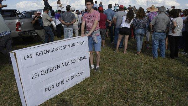 Tensión entre el Gobierno y el campo: productores se movilizaron contra las retenciones