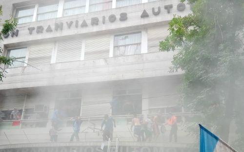 Toma violenta de la UTA: un sector cercano a Moyano, detrás de los incidentes