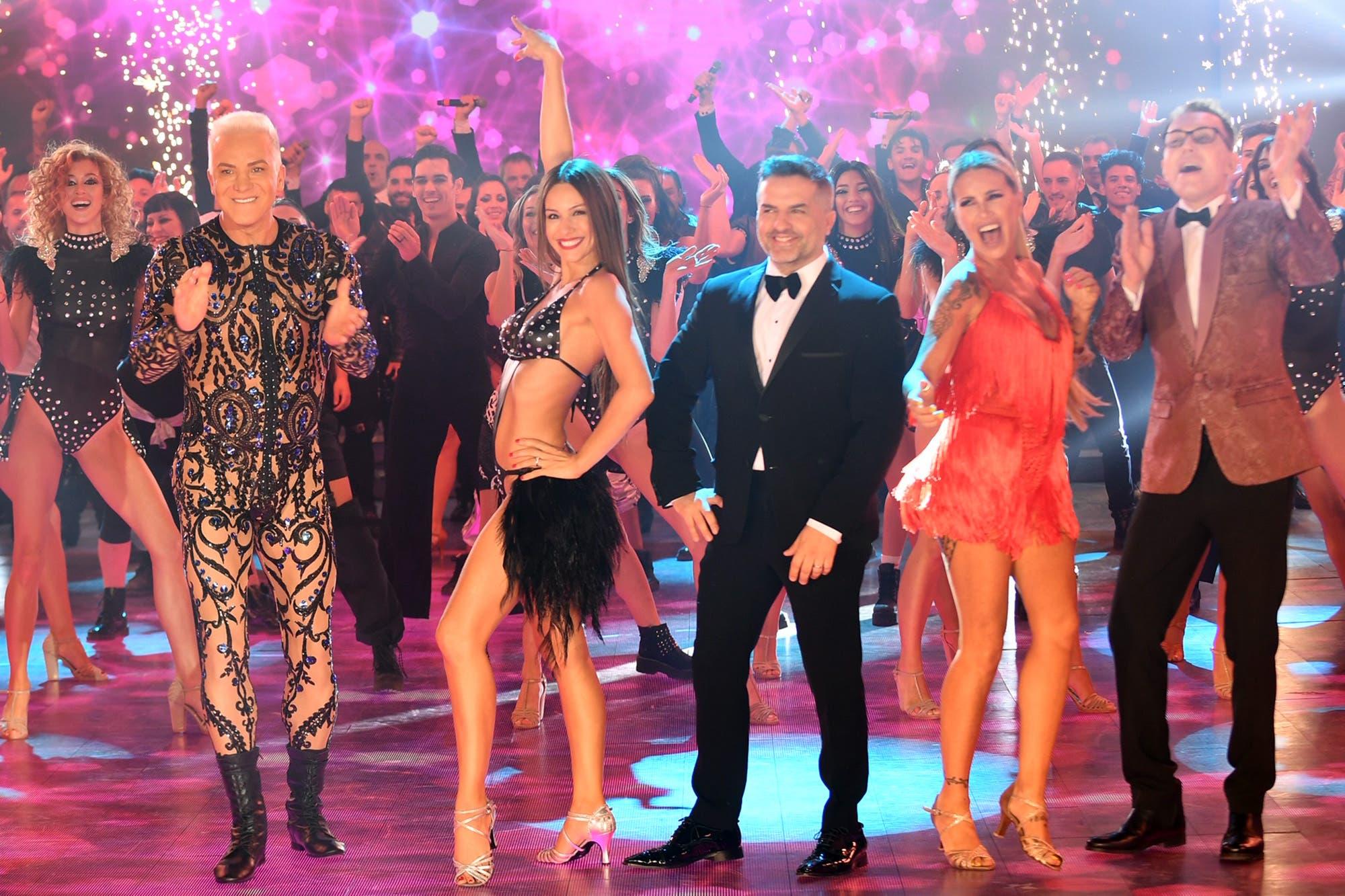 """En medio de las acusaciones de su exniñera, Pampita brilló en la apertura del """"Bailando"""""""
