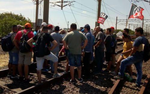 El tren Roca, sin servicio: cortaron las vías y hay caos en la zona de Constitución