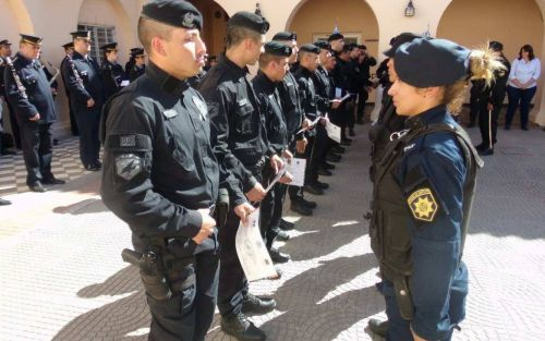 Autorizan a la policía de Santa Fe a salir a la calle con el arma lista para tirar