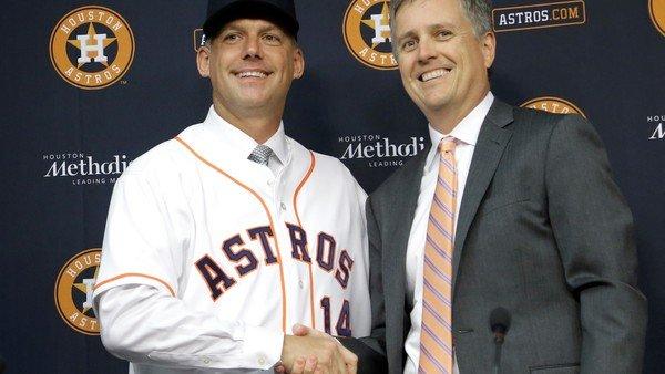 El manager y el gerente general de los Astros de Houston echados y suspendidos por hacer trampa