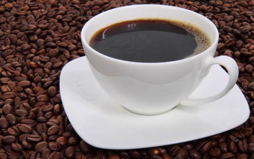 Lluvias irregulares estropean la cosecha récord de café en Brasil