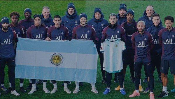 psg:-un-video-emotivo-y-una-foto-con-una-bandera-argentina-para-homenajear-a-diego-maradona