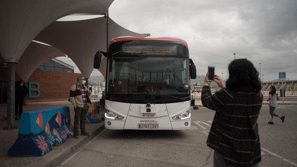 comenzo-a-circular-el-primer-autobus-sin-conductor-de-toda-europa:-se-maneja-por-inteligencia-artificial