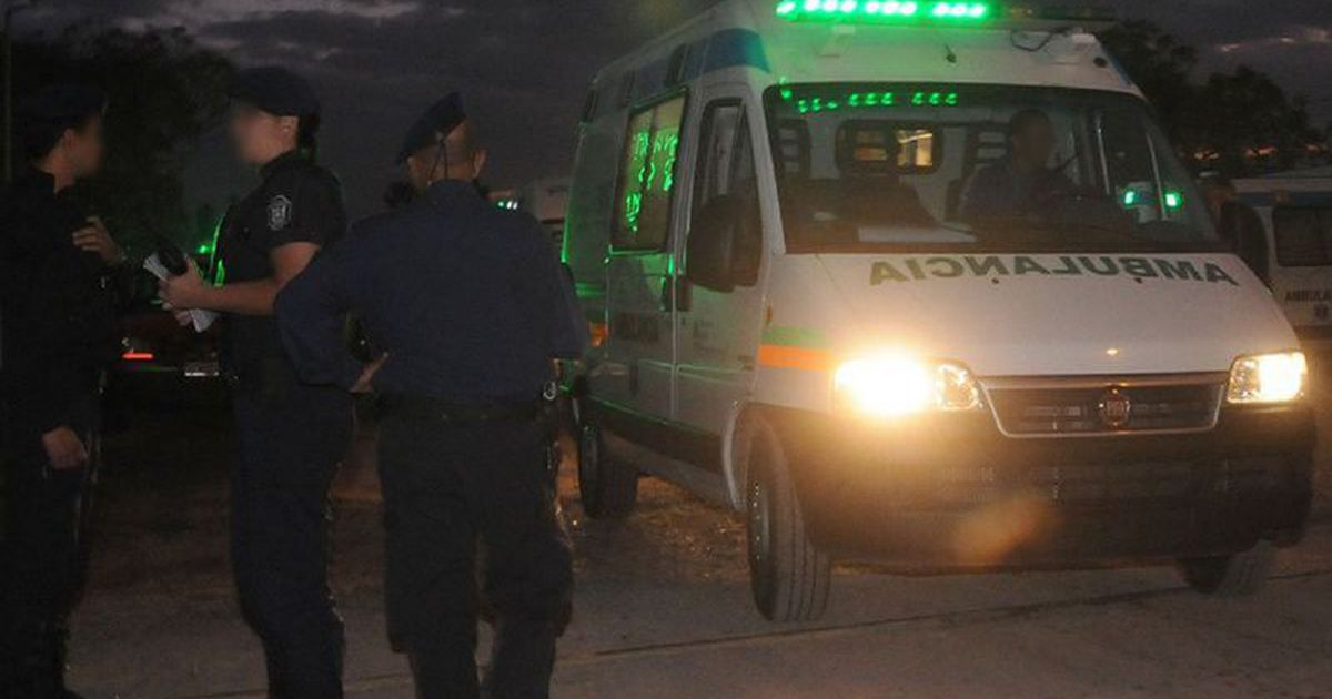 un-muerto,-dos-heridos-y-un-movil-policial-volcado-tras-una-violenta-rina-en-guaymallen-de-la-que-participaron-una-decena-de-vecinos