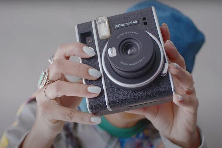 modo-retro:-fujifilm-lanza-instax-mini-40,-su-nueva-camara-de-fotos-instantaneas