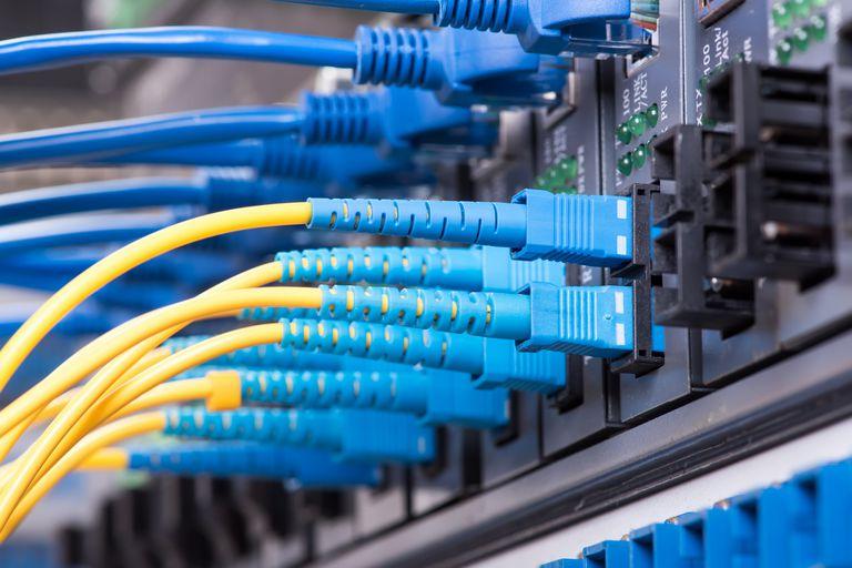 banda-ancha:-la-mitad-de-las-conexiones-fijas-a-internet-de-la-argentina-superan-los-20-mbps