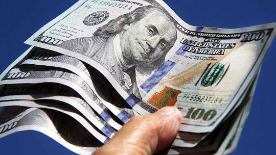 dolar-hoy:-en-el-primer-dia-habil-de-mayo,-el-blue-subio-tres-pesos-y-cerro-en-$-153