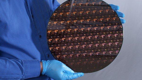 ibm-crea-un-procesador-que-podria-cuadruplicar-la-duracion-de-la-bateria-del-celular