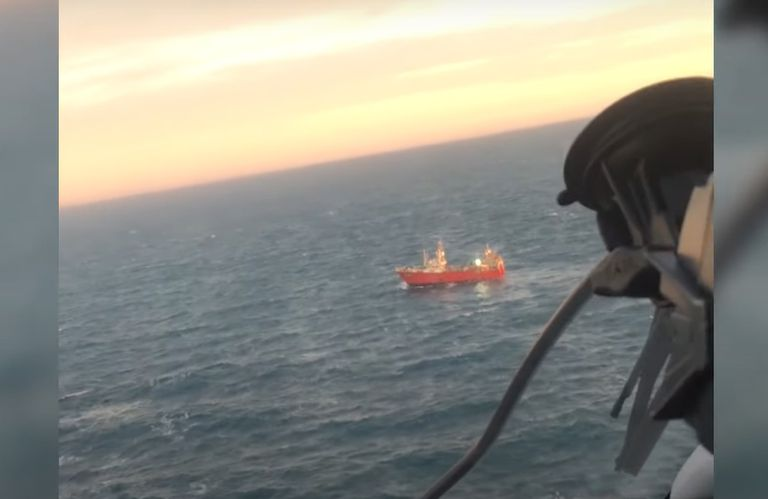 increible-rescate:-prefectura-salvo-un-hombre-de-33-anos-a-169-kilometros-de-la-costa-con-una-arriesgada-operacion-aeronaval
