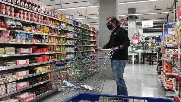 en-argentina-el-precio-de-los-alimentos-sube-al-ritmo-de-4,4%-mensual-y-en-los-paises-vecinos,-apenas-0,4%
