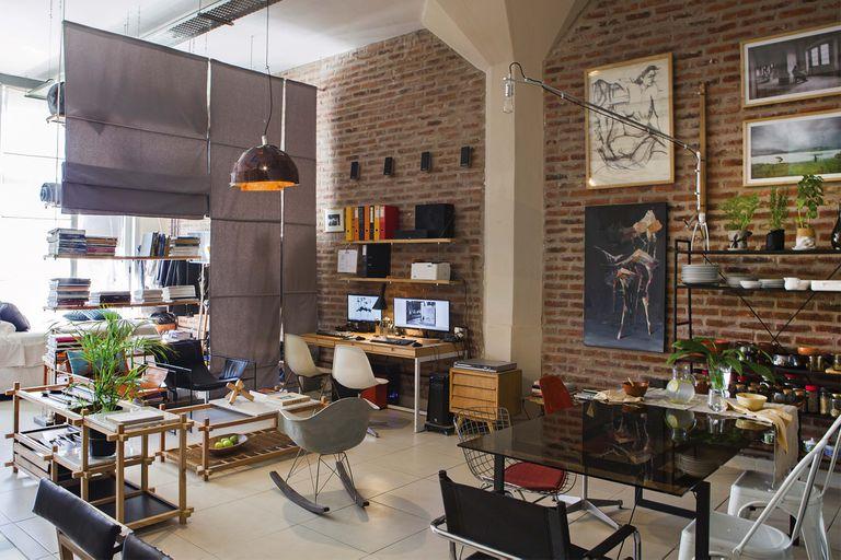 barracas.-una-pareja-de-arquitectos-unio-oficio-y-vida-personal-en-un-loft-industrial