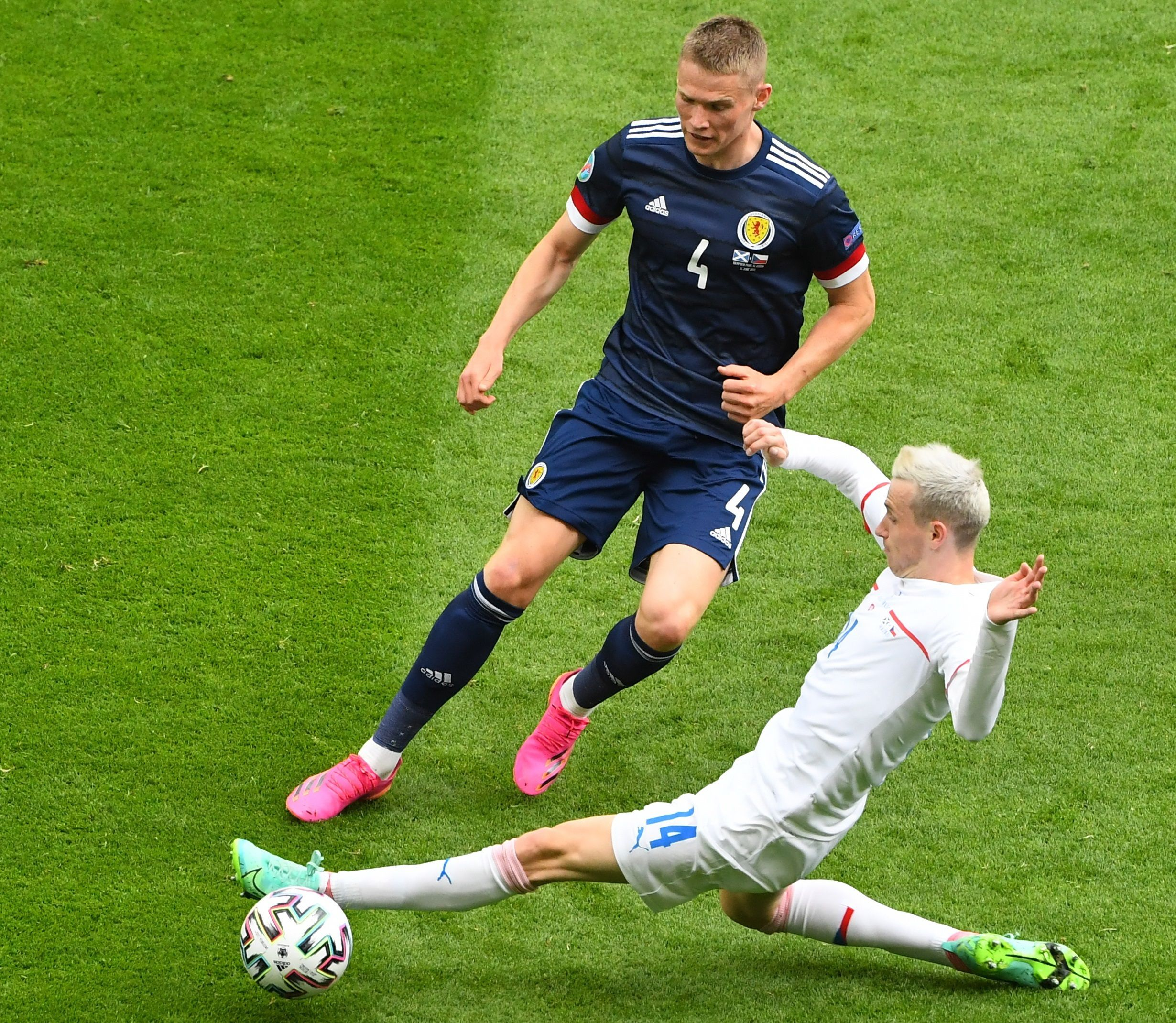 un-futbolista-de-la-eurocopa-critico-a-cristiano-ronaldo-por-correr-de-lugar-las-botellas-de-coca-cola