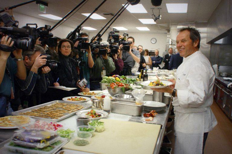 """a-los-14-huyo-de-su-casa-por-un-sueno.-hoy-es-el-chef-estrella-de-hollywood:-""""adopte-el-chimichurri-argentino"""""""