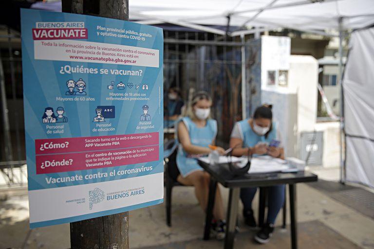 covid-19:-los-trabajadores-estatales-bonaerenses-vacunados-podran-ser-convocados-a-trabajar-de-manera-presencial