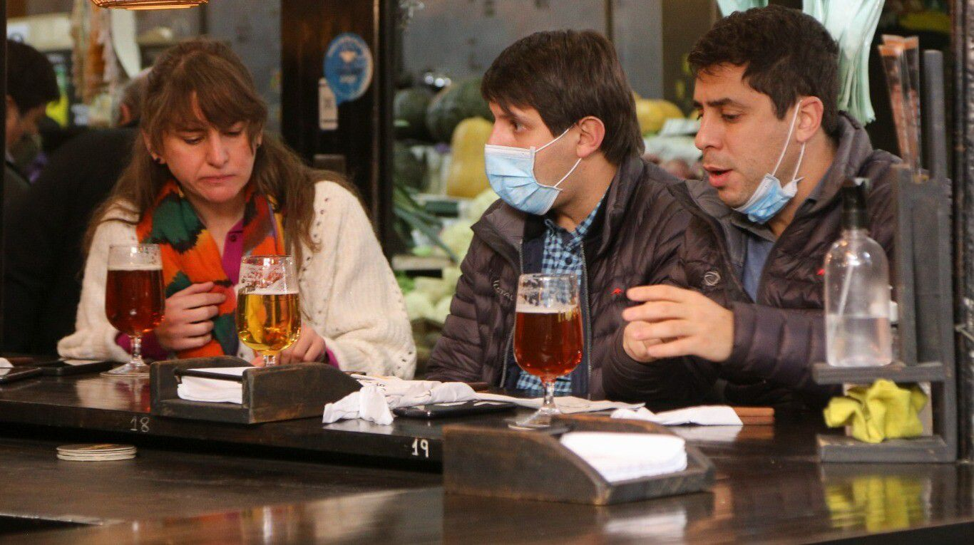 cerveza-y-vino-gratis-para-vacunados:-la-polemica-campana-que-impulsan-gastronomicos-de-mendoza