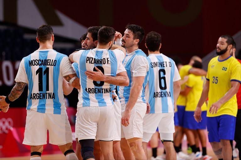 handball:-argentina-perdio-ante-brasil-y-desperdicio-la-gran-chance-en-el-partido-mas-accesible