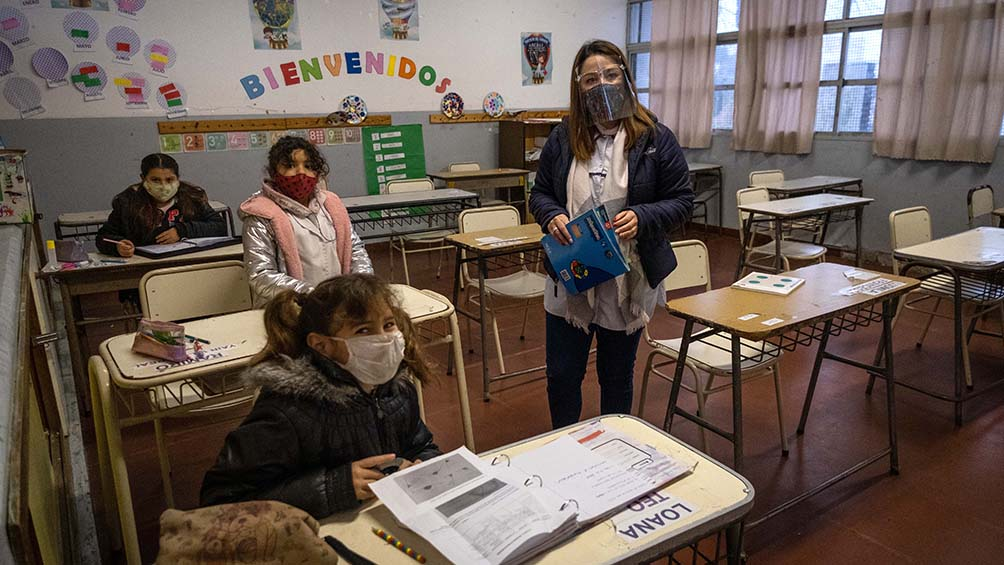 los-docentes-bonaerenses-vacunados-deberan-reintegrarse-a-sus-funciones