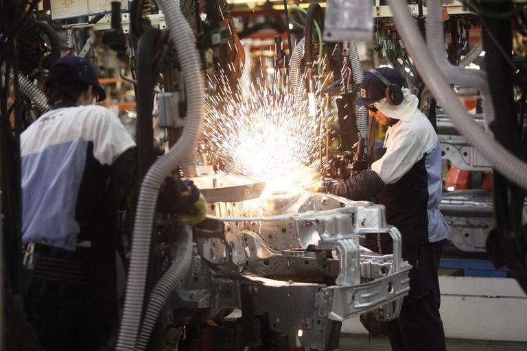 tras-las-restricciones-por-la-segunda-ola,-la-industria-y-construccion-vuelven-a-mostrar-un-rebote