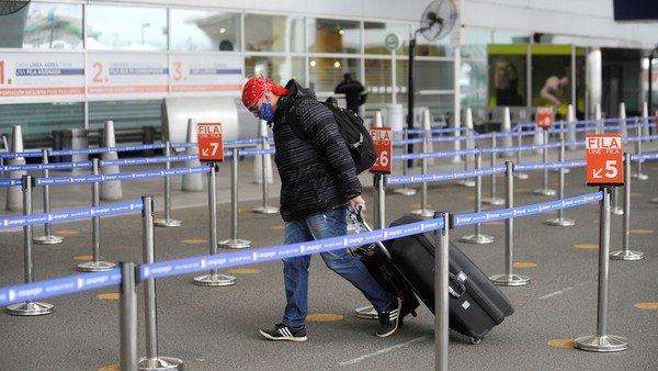 el-gobierno-mantiene-la-cuarentena-para-los-argentinos-que-viajen-al-exterior-por-trabajo